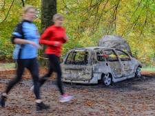 Eigenaresse ontdekt via telefoontje van politie Apeldoorn dat haar auto verdwenen én uitgebrand is
