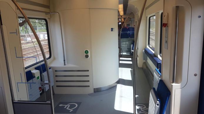 Het nieuwe toilet in de Sprinter is ook toegankelijk voor invaliden.