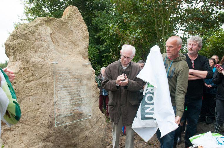 Herman Van Rompuy mocht de gedenksteen helpen onthullen.