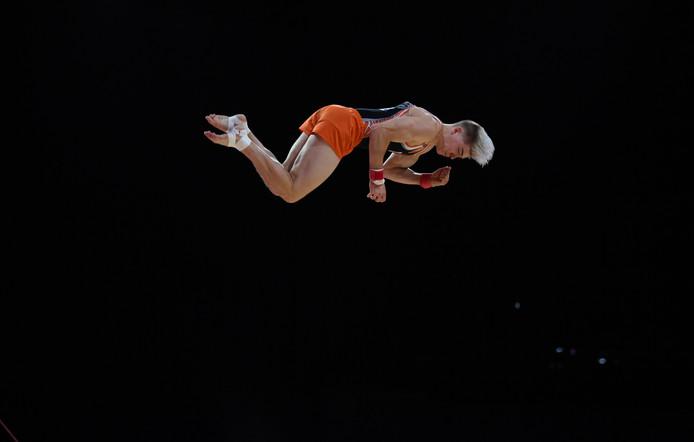 Een indrukwekkende sprong van Bram Verhofstad tijdens de EK turnen in Glasgow.