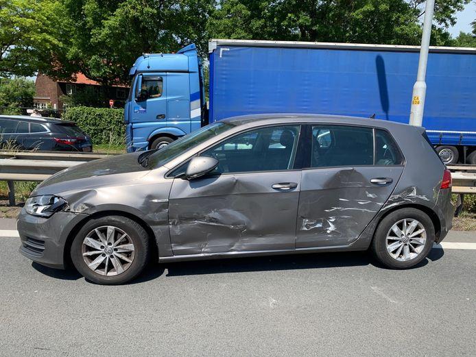 Ongeluk A65 tussen vrachtwagen en auto.