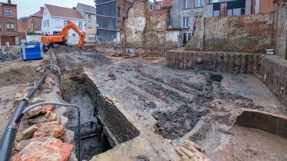 Archeologen leggen middeleeuwse kademuur bloot