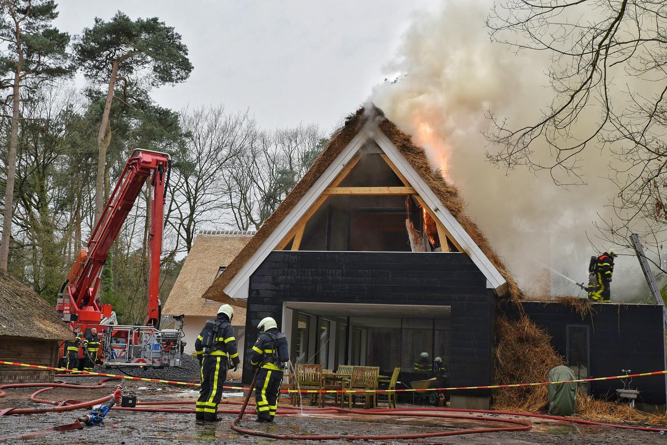 Gespecialiseerd bureau zoekt naar oorzaak brand in woning oisterwijk