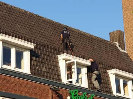 Verwarde man springt van dak eetcafé in Hengelose binnenstad: 'Een vreselijk gezicht'