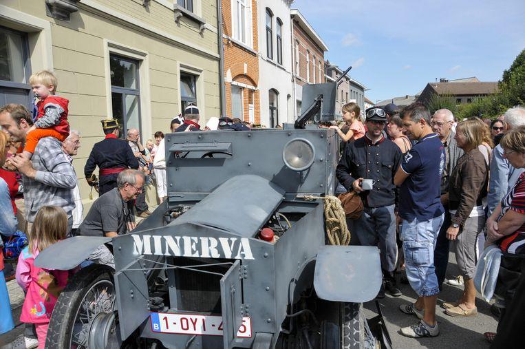 De replica van de Minerva-pantserwagen kon op veel interesse rekenen.