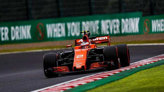 Hamilton pakt pole in Japan, Vandoorne start morgen als negende