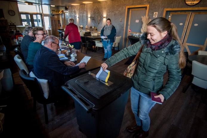 Café De Boerenklaas in Brandwijk diende gisteren als stemlokaal.