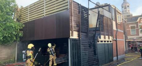 Woningbrand in centrum Almelo: Twee personen naar het ziekenhuis
