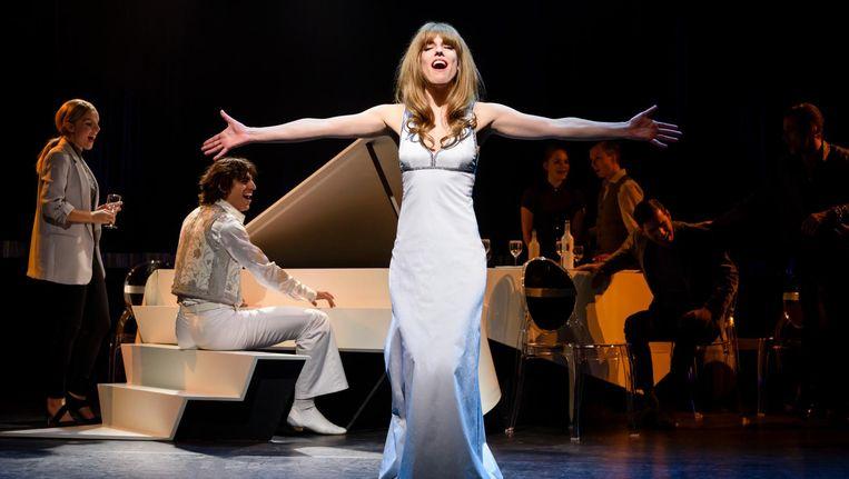 Renée van Wegberg als Liesbeth List. 'Chansons zijn fijn om te zingen; het gaat echt om de tekst.' Beeld roy beusker