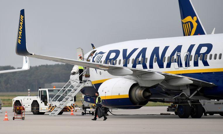 Een vliegtuig van Ryanair op vliegveld Weeze. Beeld null