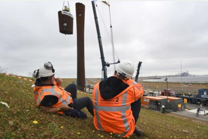 Staalbouwbedrijf Hollandia uit Krimpen aan den IJssel staakt z'n offshore-activiteiten. Hollandia bouwde ook de nieuwe radartoren op de Maasvlakte. In die hoogbouwtak ziet het Krimpense staal bedrijf wel perspectief.