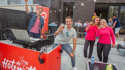 Q-Music trapt met Sam De Bruyn en Andy Peelman 'De Hotspotter' af in de tuin van Sofie in Roosdaal