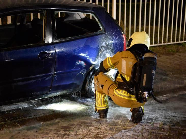 Auto in brand aan Kleine Krogt in Breda