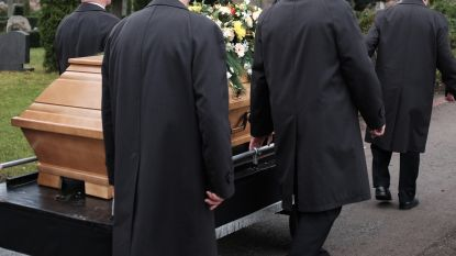 Uitvaartsector krijgt richtlijnen om begrafenissen te laten verlopen in intieme kring