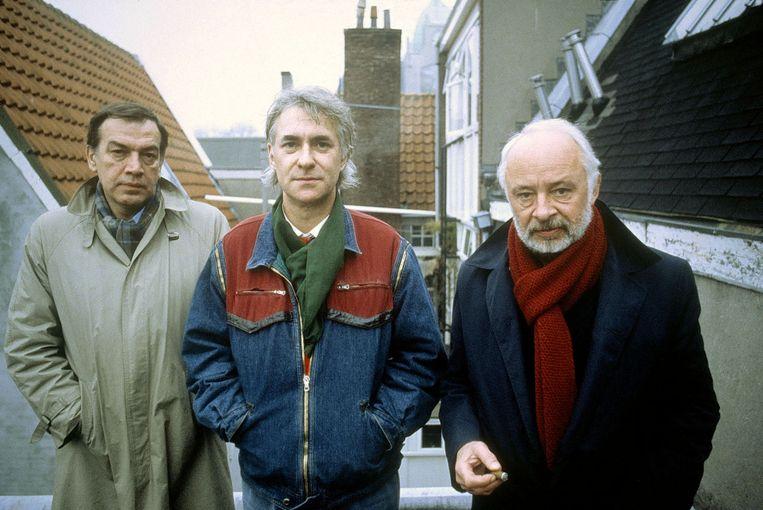 Hans Keller (links) met Hans Verhagen (m) en Henk Hofland in 1984. De drie maakten samen de documentaire Vastberaden, maar soepel en met mate, een geschiedschrijving van Nederland. Beeld Kippa