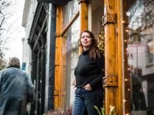 Met het verdwijnen van parkeerplekken vrezen ondernemers Spijkerlaan voor het voor einde van hun zaak