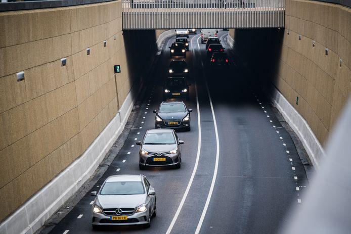 De grotendeels open tunnelbak van Traverse Dieren waarin het doorgaand verkeer ongezien zijn weg vindt.