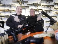 Ze zijn niet van echt te onderscheiden, deze airsoftwapens van Hans uit Oldenzaal: 'Het fascineert me'