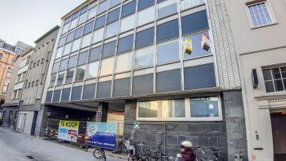 Stad verkoopt oude politiekantoren voor 2 miljoen euro aan projectontwikkelaar, die er 15 flats wil bouwen