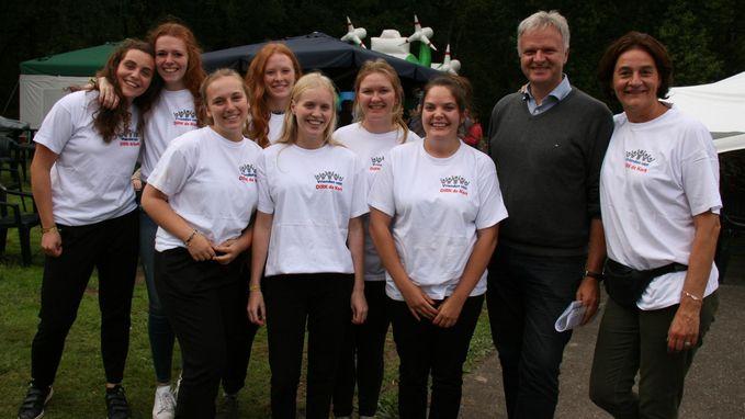 Vrijwilligers zetten zich tijdens 'Dirk Feest' in voor het goede doel