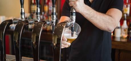 Negentig barkeepers in Hulst bijgeschoold over drankregels