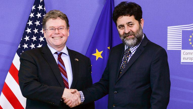 Garcia Bercero (rechts) met de eerste onderhandelaar van de Verenigde Staten, Dan Mullaney. Beeld EPA