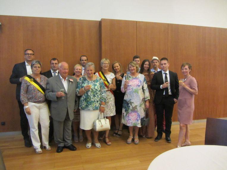 De jubilarissen Rita Segers en Guido Moens werden met hun familie door het gemeentebestuur ontvangen.