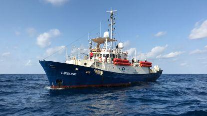 """Italië neemt reddingsschip Lifeline in beslag: 226 vluchtelingen worden """"in bescherming genomen"""""""