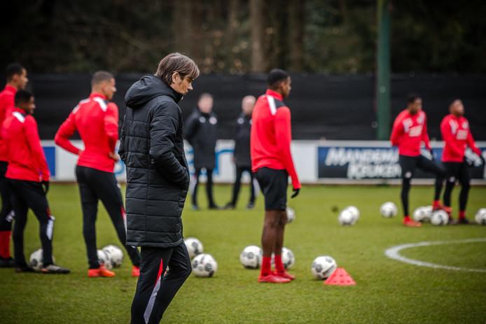 EINDHOVEN - Coach Philip Cocu tijdens de eerste training met de PSV-selectie van 2018 op trainingscomplex de Herdgang.