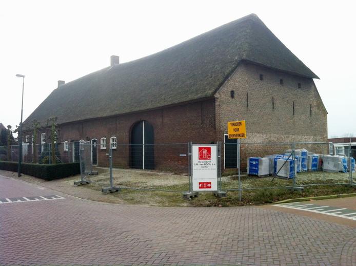 De eeuwenoude boerderij aan de Kloosterstraat in Geffen.