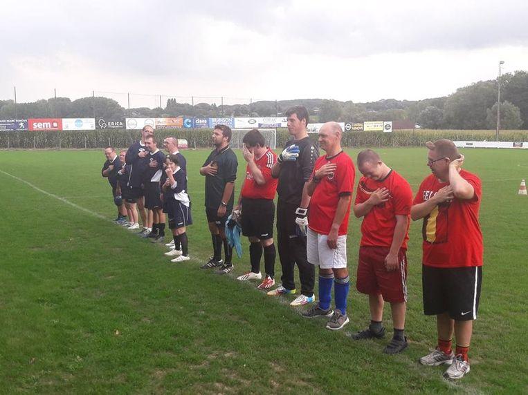 Een ploeg die deelnam aan het voetbaltoernooi for Specials in Meerbeke.