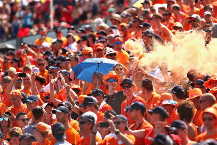 Fans van Max Verstappen bij het circuit van Hungaroring. Hoeven zij in 2020 niet zo ver te reizen om hun held te zien?