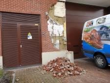 Voor de tiende keer is het raak: vrachtwagen ramt muur van Jumbo Nijkerk