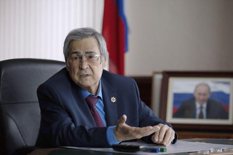 Gouverneur Aman Tuleyev stelde dat opstappen in zijn ogen de enige optie was na de brand. Beeld REUTERS