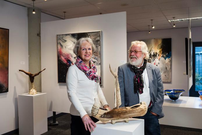 De laatste expositie van Galerie Tolg'Art in Wierden begint dit weekeinde.  Jannie en Johannes Dollen galeriehouders, trekken na deze tentoonstelling de stekker eruit
