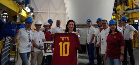 Totti's laatste shirt de ruimte ingestuurd