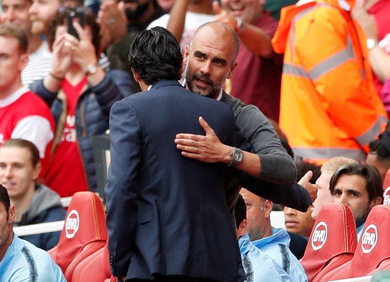 Guardiola in een omhelzing met Emery.