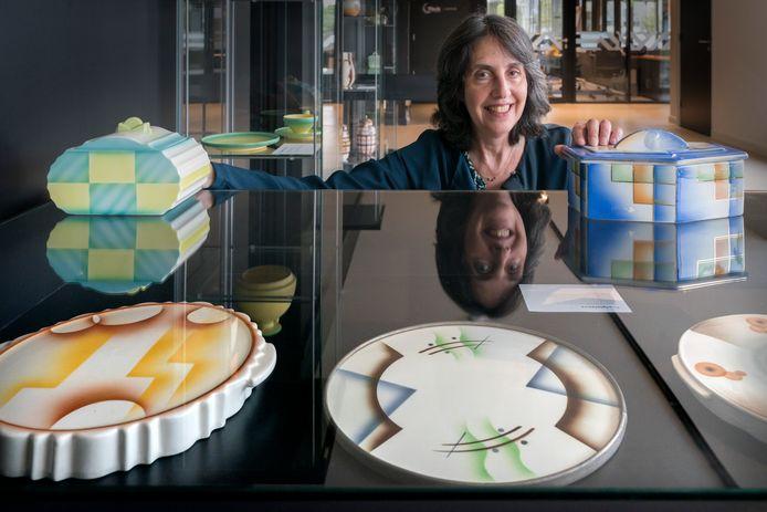 Elisabeth Eyl is verzamelaar van keramiek.