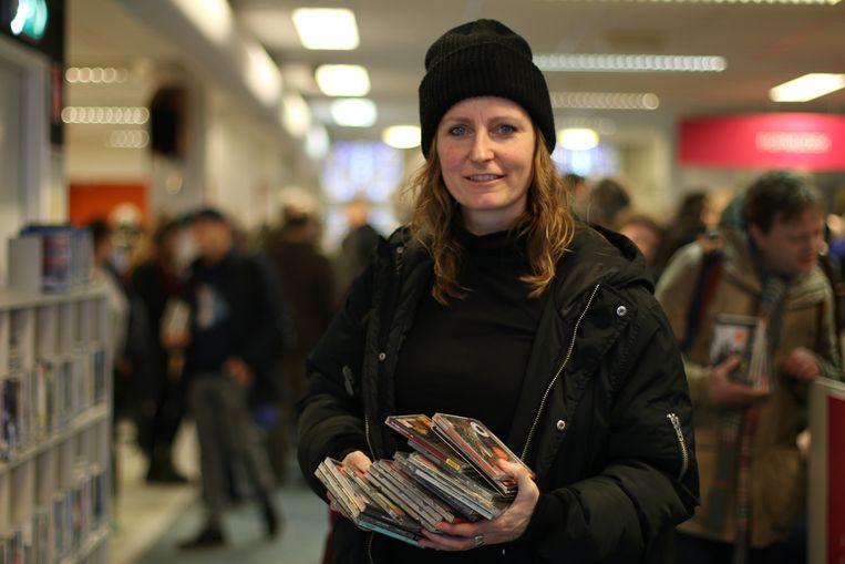 Jessica Koks kwam uit Haarlem naar Utrecht voor de cd-opruiming van de bibliotheek. Beeld Fouad Hallak