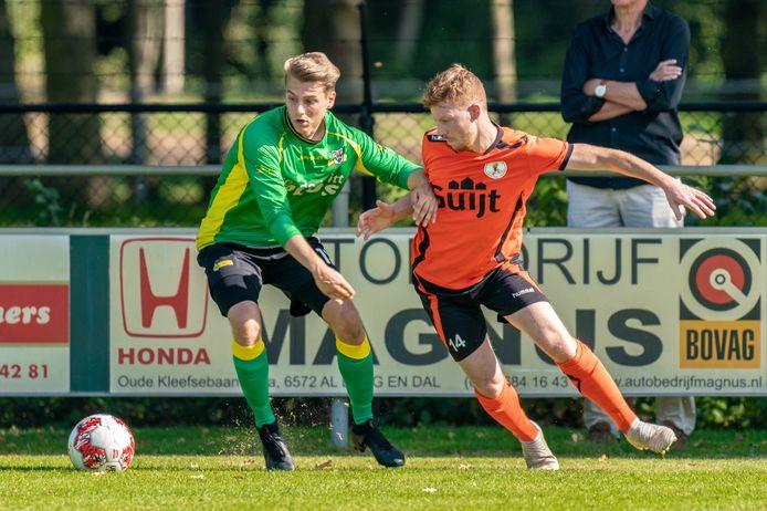 Daan Basten van de Bataven in duel. BVC'12 - De Bataven.