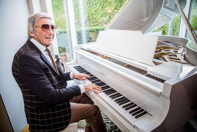 Johan Stollz achter de piano. In 2016 schitterde hij nog in 'The show must go on'.