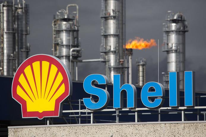 2014-10-07 10:55:52 DEN HAAG (ARCHIEFFOTO) - Shell Moerdijk moet kritischer zijn op veiligheidsrisico's bij het bedrijf. Dat concludeert de Onderzoeksraad voor Veiligheid (OVV) in een rapport over de explosies bij het bedrijf 3 juni vorig jaar, dat donderdag is gepubliceerd. ANP ARIE KIEVIT