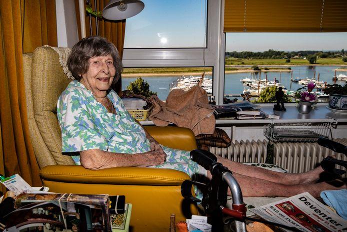 Meta van Beek is vandaag jarig en is 100 geworden.