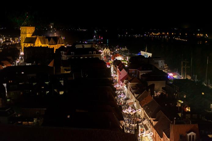 Beeld van een eerdere Kerst in Oud Kampen. Voor de komende editie zijn nog veertig vrijwilligers nodig. foto stefan lanjouw