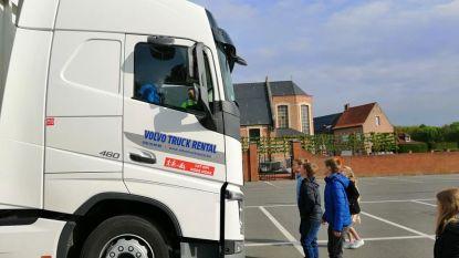 Verkeersexperts roepen vrachtwagenchauffeurs op dashboard leeg te maken
