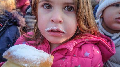 Elke kleuter een witte snor: in Kortrijk vieren ze nieuwe schoolomgeving met Berlijnse bollen