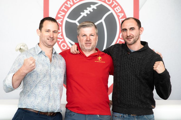 Bjorn Nelen, voorzitter Stijn Chaves Daguilar en Davy Aerts, drie spelers van RAAFC.