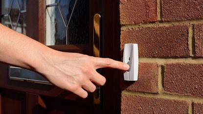 Test-Aankoop bindt strijd aan met huis-aan-huisverkoop van energiecontracten