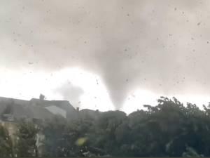 Les images impressionnantes d'une tornade frappant une ville à la frontière belgo-luxembourgeoise