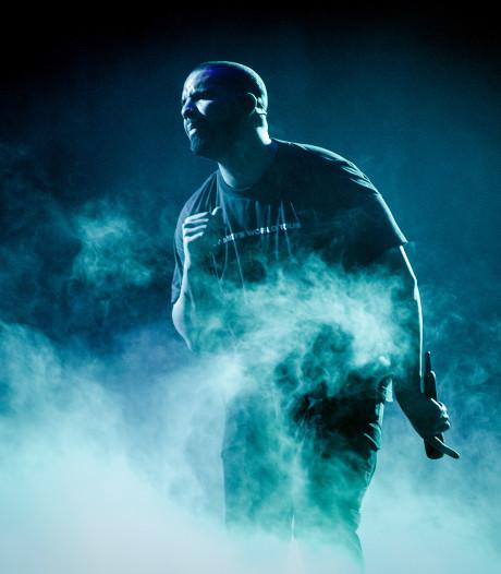 Gewonde concertbezoeker klaagt Drake aan na incident met bierflesje